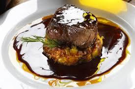 cuisiner un filet mignon de porc recette de filet mignon de porc laqué au miel de soja polenta aux