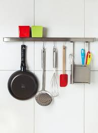 tringle de cuisine installer une barre de cuisine au mur avec youjustdo