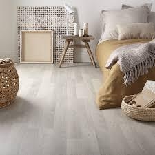 parquet de chambre parquet stratifi chambre sol stratifi bois brun dans la chambre