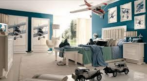 mur chambre ado chambre enfant déco chambre ado couleurs murs bleus tableaux