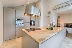 cuisine lave vaisselle en hauteur cuisine ouverte salle à manger volume et création
