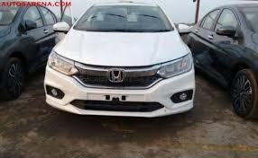 new honda city car price in india 2017 honda city facelift top end variant spotted at dealership