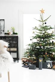 Modern Christmas Home Decor Best 25 Contemporary Holiday Decorations Ideas On Pinterest