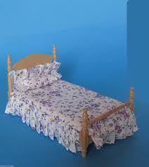 schlafzimmer naturholz grosses puppenbett schlafzimmer naturholz lackiert puppenhausmöbel