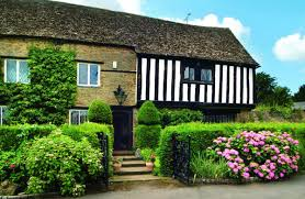 what makes a house a tudor tudor end holiday cottages in cotswolds
