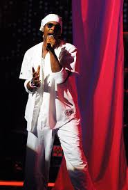 r kelly taken to hospital in chicago after falling ill nme