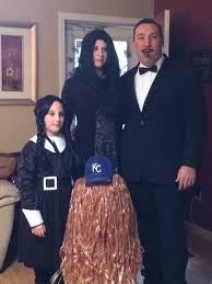Addams Family Costumes Halloween 59 Family Halloween Costumes Clever Cool Extra Cute