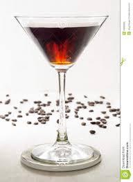 martini manhattan koffielikeur in een martini glas stock afbeelding afbeelding