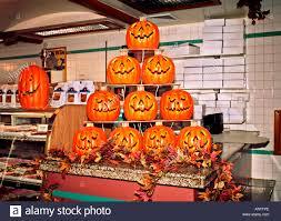 spirit halloween store 2015 spirit halloween store ruins google search hm graveyard