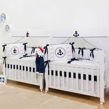 chambre pour jumeaux imaginer meubler et décorer la chambre bébé jumeaux idéale