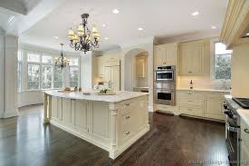 Trendy Antique White Country Kitchen Cabinets Stunning Shelves On - Kitchen backsplash ideas with cream cabinets