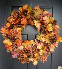 outdoor thanksgiving wreath ideas with fall fruit and flowers