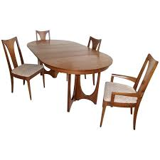 broyhill dining room sets broyhill brasilia walnut dining table and chairs at 1stdibs