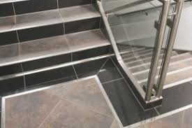 treppe fliesen kante treppenprofile für stufenkantenschutz und rutschsicherheit
