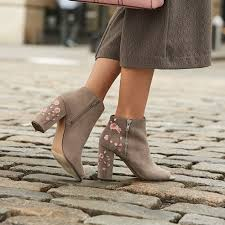 10 Must Haves For Every by 10 Fall Fashion Must Haves For Every S Closet