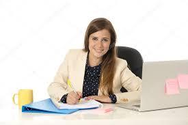 femme de bureau portrait corporatif séduisante femme d affaires à la chaise de