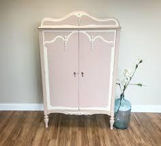 bureau dans une armoire 1001 idées pour relooker une armoire ancienne