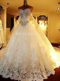 robe de mari e de princesse de luxe robe de mariée boule blanche en organza bustier à traîne église