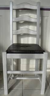 refaire l assise d une chaise tuto relooking chaise rustique pailles assises et rénovation