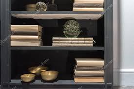 libreria contemporanea elegante libreria contemporanea foto stock essentialimagem