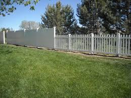 Cheap Backyard Fence Ideas by Best 25 Vinyl Privacy Fence Ideas On Pinterest White Fence