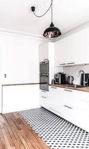 cuisine moderne bois clair idée relooking cuisine cuisine en bois clair avec un sol