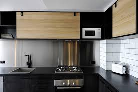 modele de cuisine en bois 1001 idées cuisine noir mat et bois élégance et sobriété