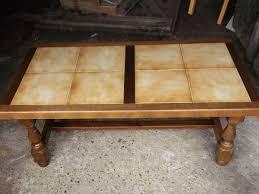 repeindre une table de cuisine en bois relooker une table basse en bois images customiser une table en