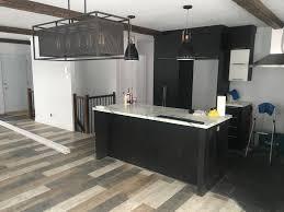 cuisine grange cuisine blanche et bois 2 cuisine plancher bois de grange