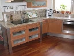 parkett in der küche geklebtes parkett punktet in bad oder küche nass machen erlaubt