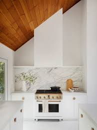 what tile goes with white cabinets these backsplash ideas bring out the best of white kitchen