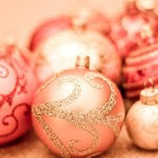 Glitter Rose Christmas Decorations by Bolas De Navidad Ponle Un Toque De Color A Tu Navidad Www