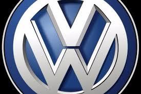 volkswagen wolfsburg emblem juodasis humoras pašiepdami u201evolkswagen u201c prisiminė a hitlerį