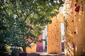 outdoor kletter und bouldergarten climbing and boulder garden at