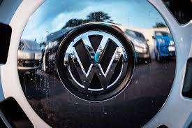 volkswagen service logo volkswagen offers 6 year warranty to win back us customers