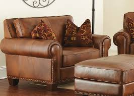 silverado leather loveseat with 2 accent pillows