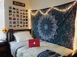 Dorm Decorations Pinterest by I Like The Decorations On The Wall Tapestry Photos Wooden Name