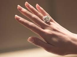 an welchem finger trã gt den verlobungsring wie finde ich den perfekten verlobungsring 7 tipps