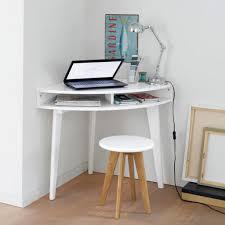 bureau d angle en pin petit bureau gain de place 25 modèles pour votre ordinateur