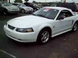 2004 ford mustang convertible white with white top and leather