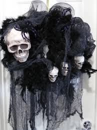 Halloween Decorations Skeleton Bones by Best 25 Scary Halloween Wreath Ideas On Pinterest Tulle Wreath