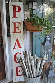 Outdoor Christmas Decorating Hacks by Best 25 Outdoor Christmas Decor Porches Ideas On Pinterest
