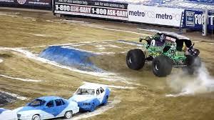 monster truck jam jacksonville monster jam jacksonville 2010 gravedigger loses a wheel youtube