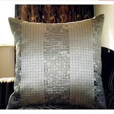 plaid jet de canap oreillers plaid jet noir et argent pour canapé moderne coussins de