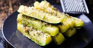 cuisiner des courgettes au four courgettes à l ail citron et parmesan cuites au four