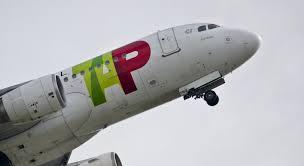 bureau enqu e avion un avion confond une route de service de l aéroport de avec la