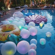 balloons that float 24 decorations that will make any pool party awesome shelterness