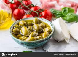 lea cuisine olives olive mozzarella cheese tomatoes prosciutto basil lea