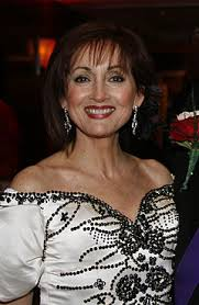 how long is jennifer degaldos hair robin strasser wikipedia