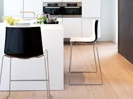 barhocker küche schöne helfer eleganter barhocker bild 3 schöner wohnen